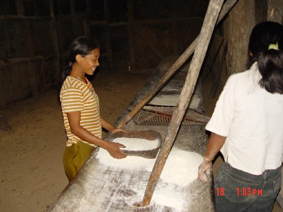 konyak-ladies-whetting-rice